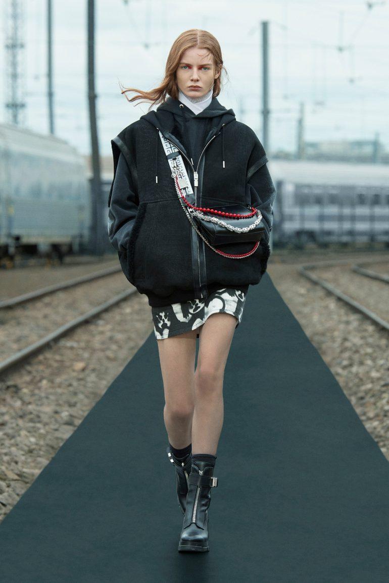 00012-Givenchy-Resort-22-credit-brand